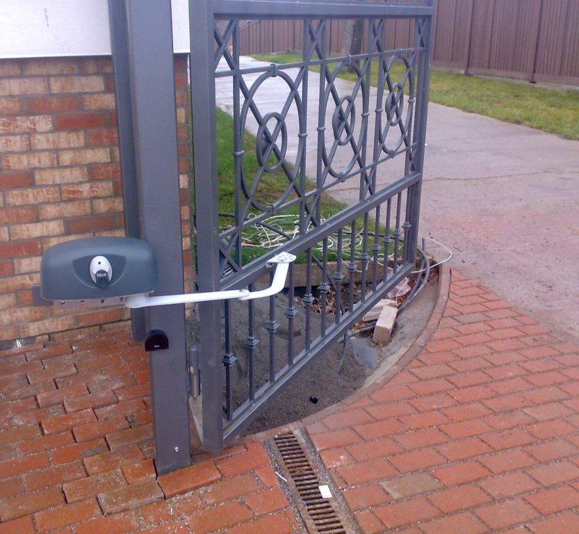 Автоматика для распашных ворот рычажного типа